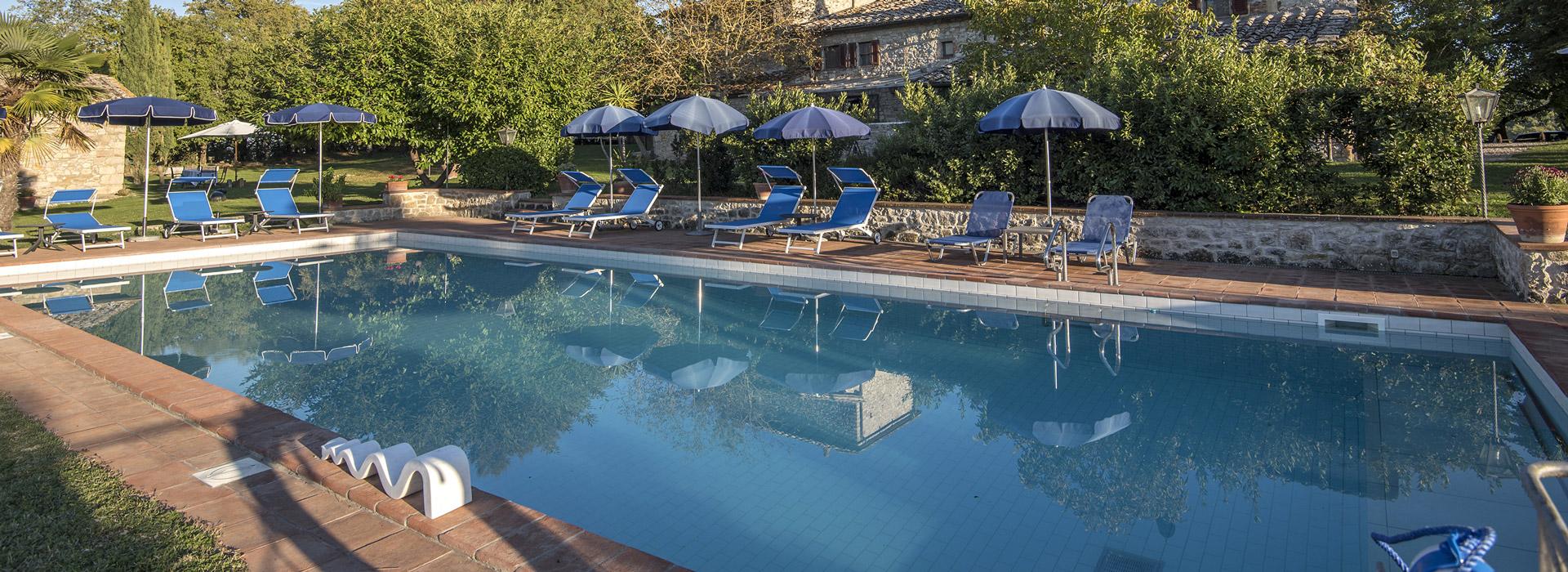 Appartamenti con piscina esterna per vacanze sulle colline del Chianti